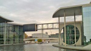 Bundestag Bruecke zum Paul-Löbe-Haus